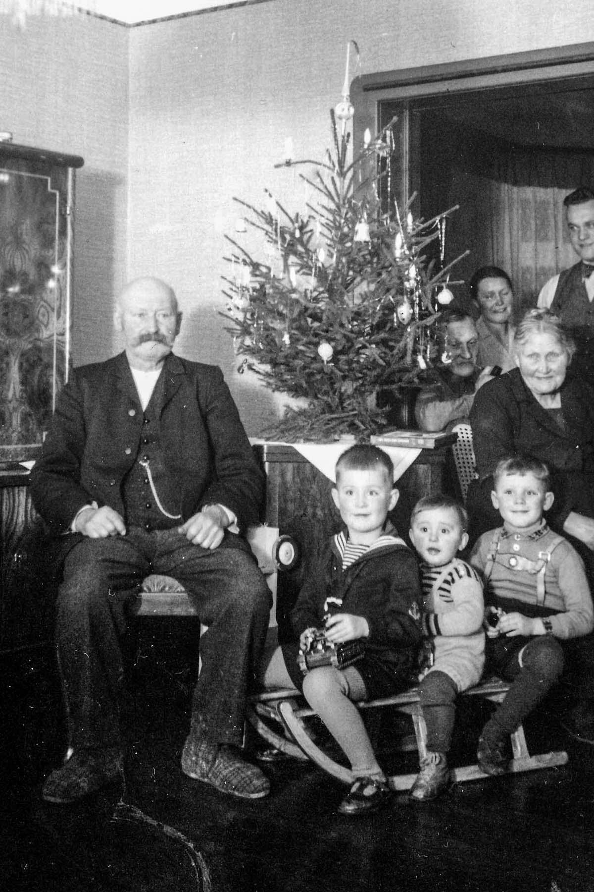 Karl uLuise Schwedes mit Enkeln