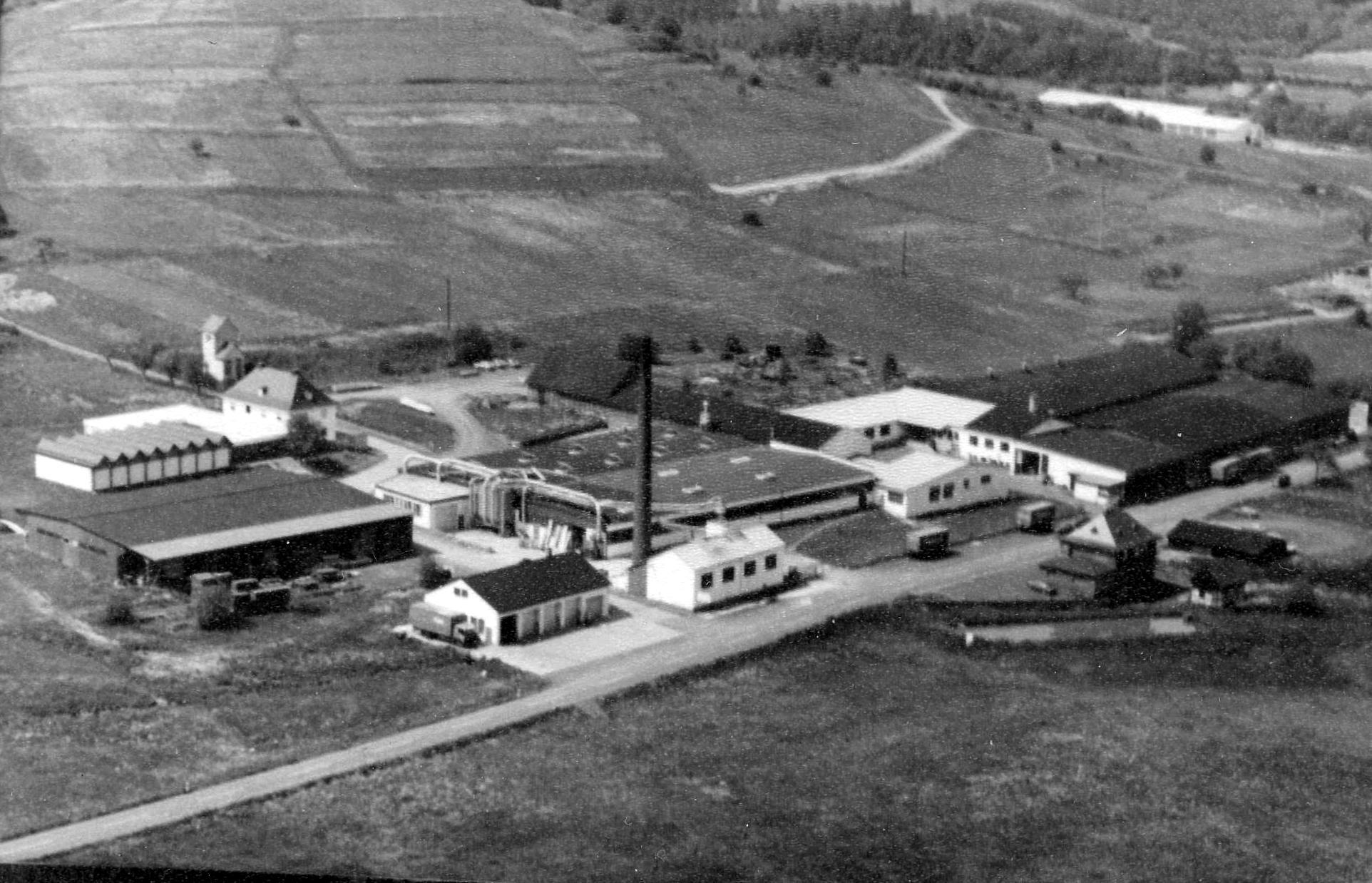 Ein Luftbild, dass die Firma Holighaus in Schenburg-Eibelshausen zeigt.