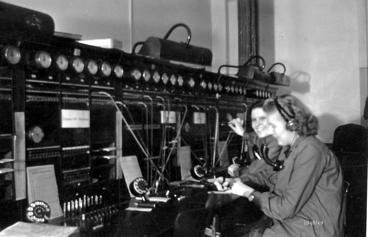 Bei der Arbeit im Fernmeldeamt (Aufnahme von 1948/49)
